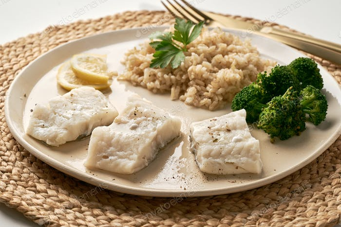 Steamed cod with brown rice and vegetables, dash fodmap diet side view