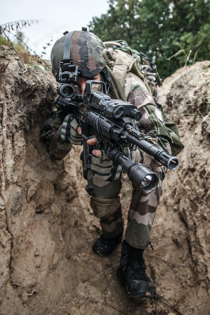 Französisch Fallschirmjäger in Aktion