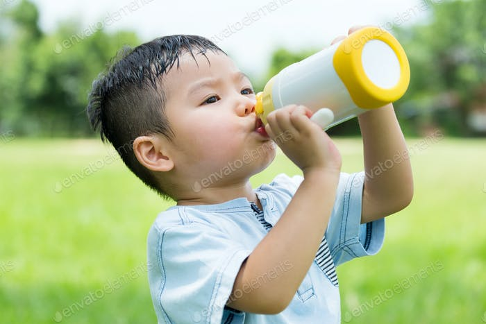 Baby boy drink with water bottle