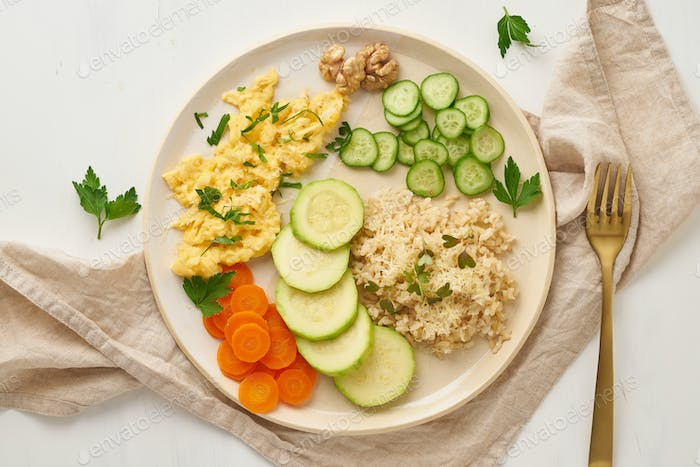 Balanced gluten free food, brown rice & zucchini with scramble, dash fodmap diet