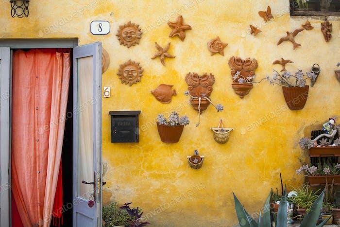 Yellow wall - Italian style