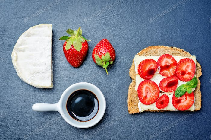 Sandwich with cheese, strawberries and balsamic vinegar