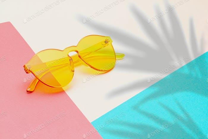 Trendige bunte transparente Sonnenbrille
