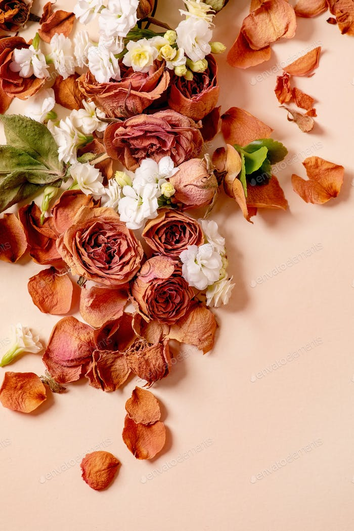 Kreatives Layout mit Blumen