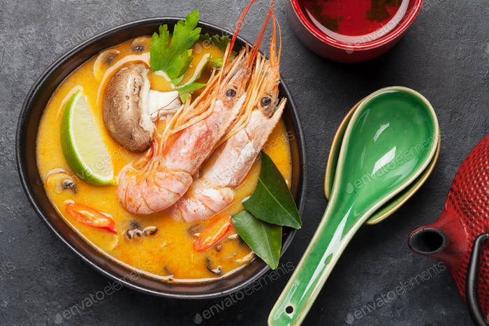 Tom Yum traditionelle thailändische Suppe