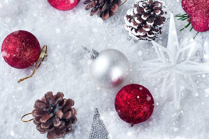 Hintergrund von Weihnachten Spielzeug und Kegel