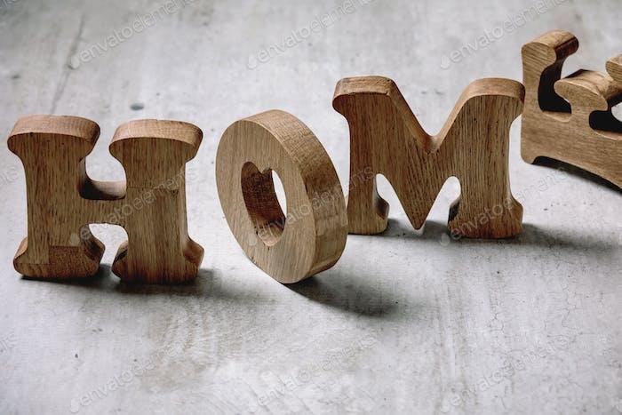 Holzbuchstaben HOME