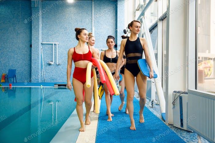 Weibliche Schwimmer Gruppe nach Aqua-Aerobic Training