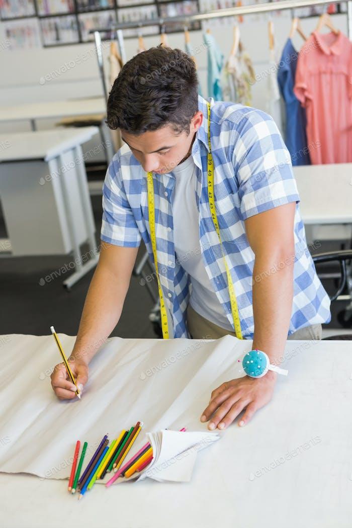 Fashion Student Zeichnung Muster an der Hochschule