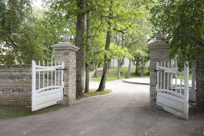 Open Gates to the Palmse Manor