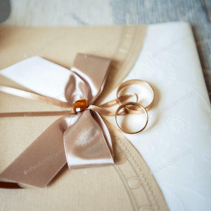schöne Hochzeitseinladungen