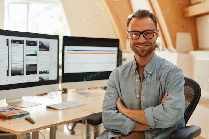 Desarrollador de software en la oficina