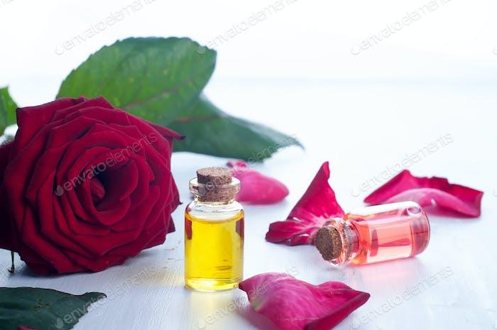 Flaschen ätherisches Öl für Aromatherapie