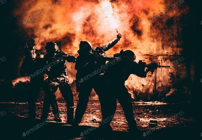 Angriffstrupps mit Feuer