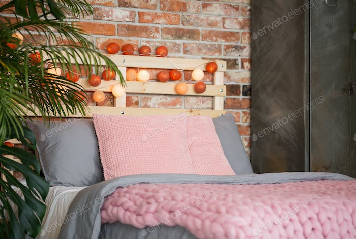 Warm bedroom with dominating pink