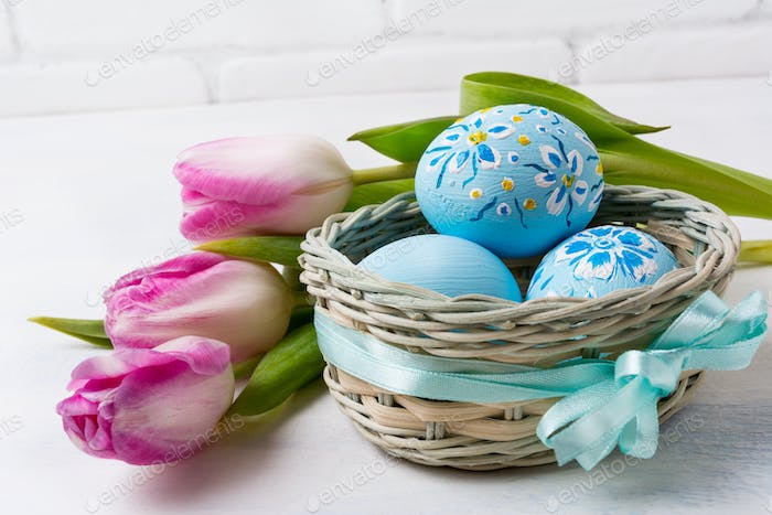 Happy Easter greeting with blue floral drcorated eggs in the wic