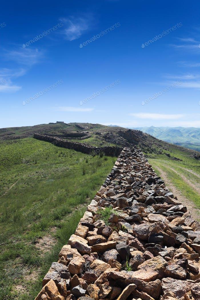 große Mauerruinen in der inneren Mongolei