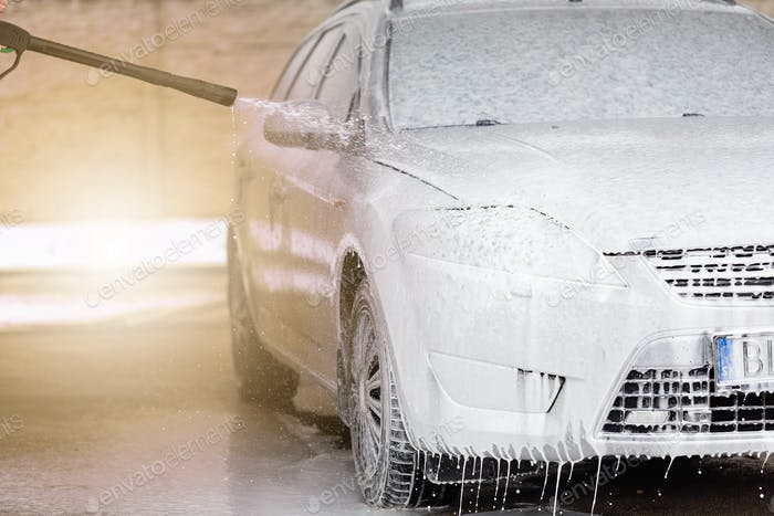 High pressure automobile cleaning with foam in car wash