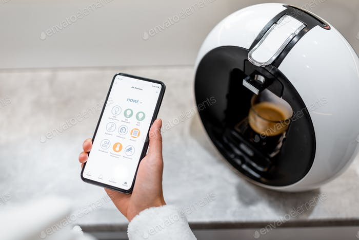 Cotrolling coffe machine with a smart phone