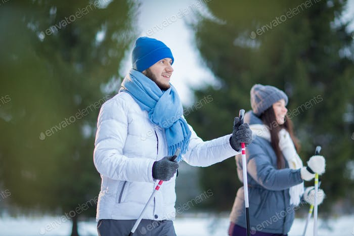Dates skiing