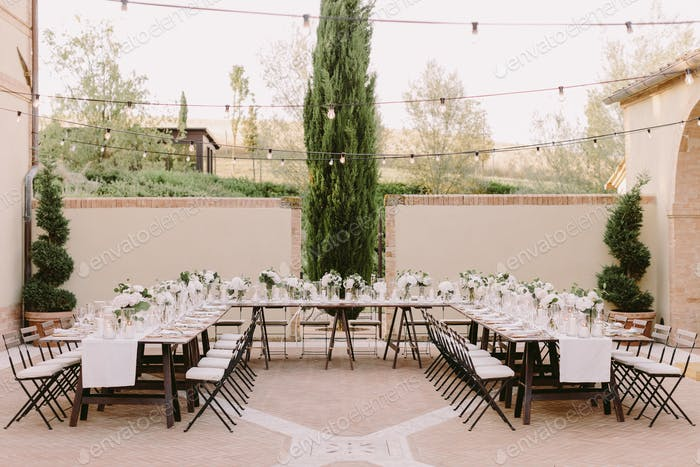 wedding banquet decoration in Italy