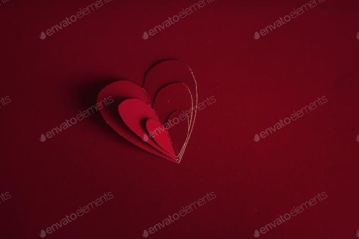 Urlaubskarte. Herz für Valentinstag Rote Herzen auf dem Rücken
