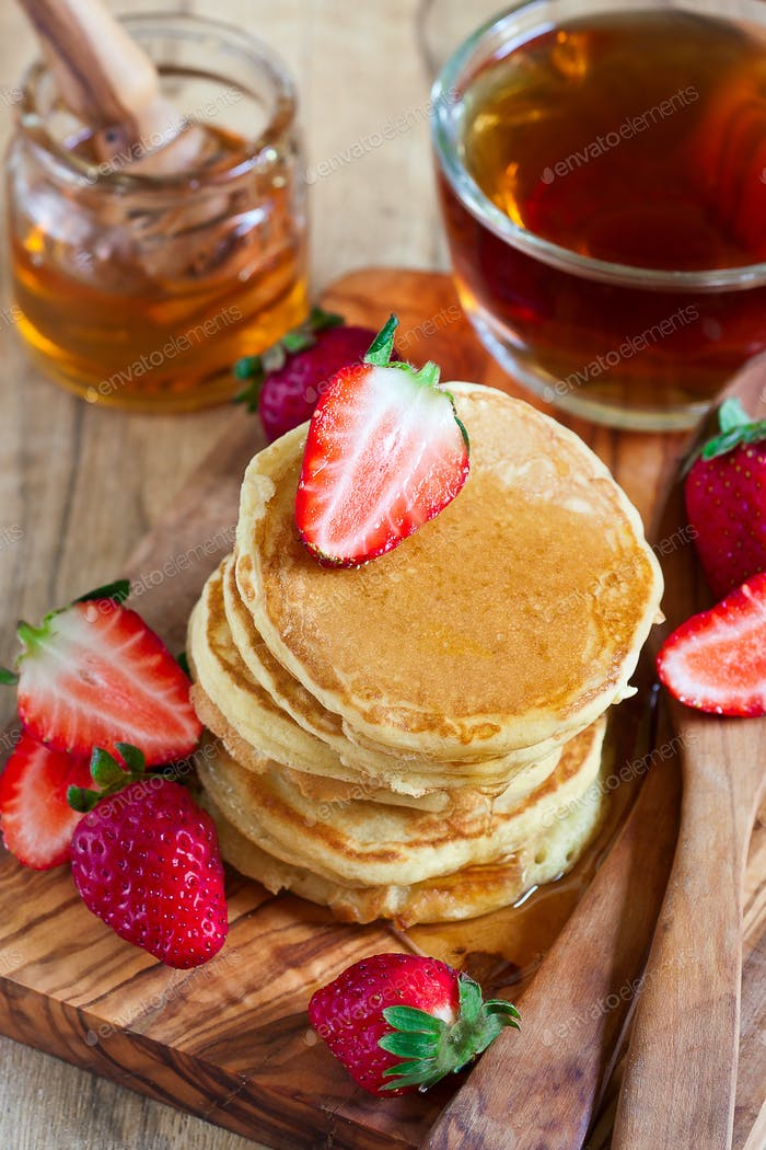 Pancakes with strawberry and honey