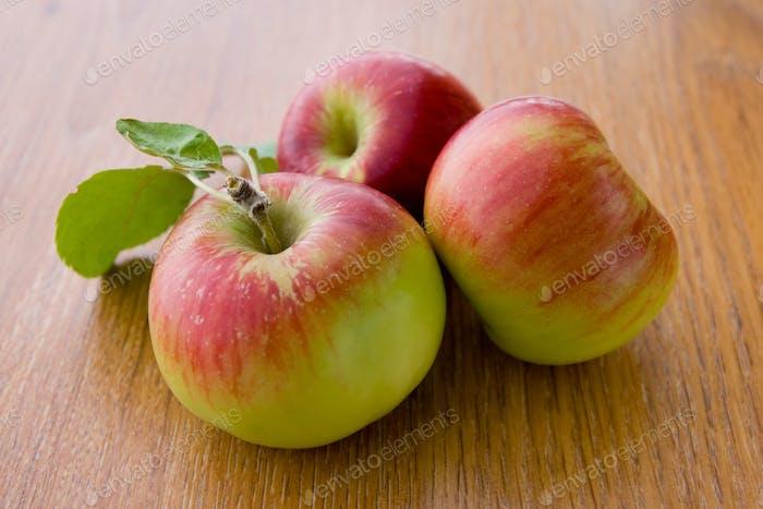 Juicy apples with leaves