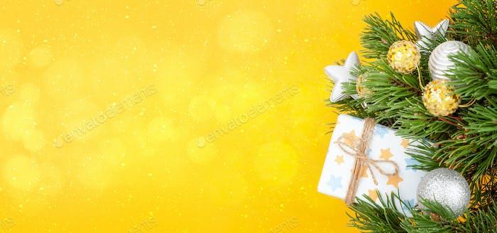 Weihnachts-Grußkarte mit Dekorateur Tannenbaum
