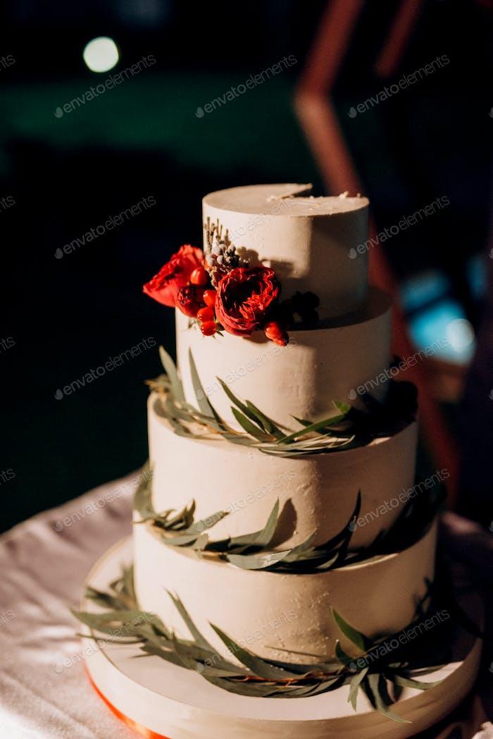 wedding cake at the wedding of the newlyweds