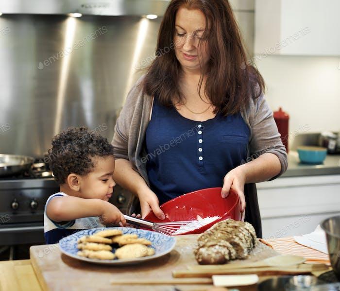 Familie Kochen Küche Essen Zusammengehörigkeit Konzept