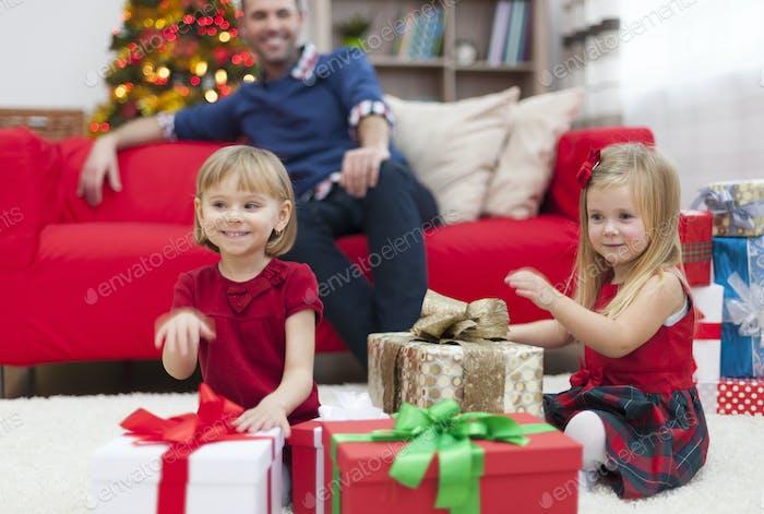 Wir hoffen, dass der Weihnachtsmann für uns unsere Traumgeschenke hat