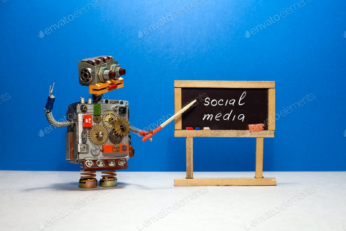 Robot professor explains the essence of the concept of social media.