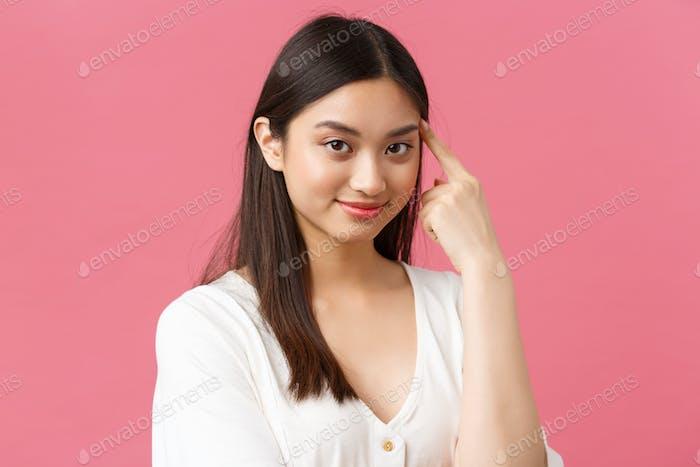 Schönheitssalon, Haarpflege- und Hautpflegeprodukte Werbekonzept. Nahaufnahme von schönen stilvollen