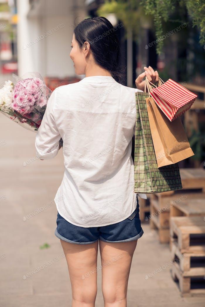Geschenke und Blumen