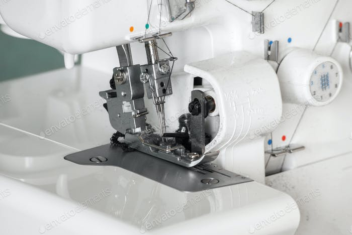 Der Mechanismus der Nadel der Nähmaschine Nahaufnahme