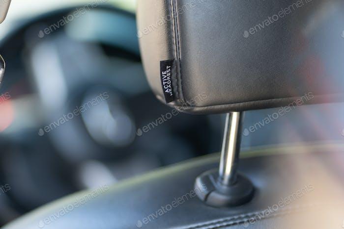 Nahaufnahme von Leder Auto Kopfstütze.