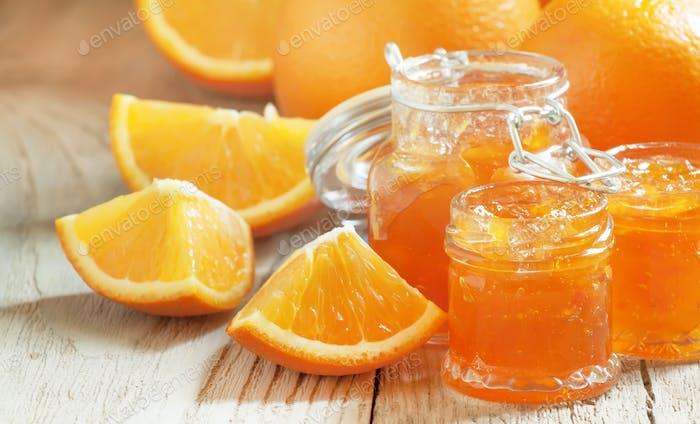 Orange jam and fresh oranges