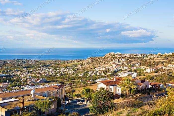 vista panorámica del pueblo en Chipre.
