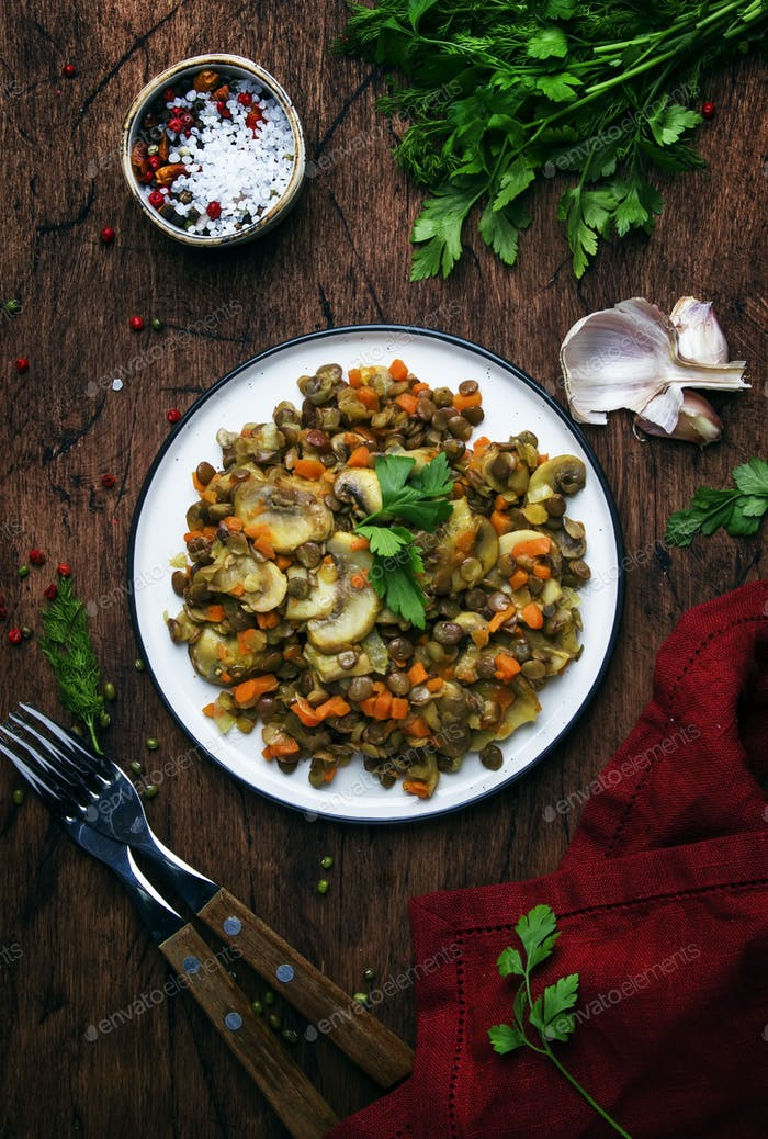 Lentejas verdes con setas y verduras