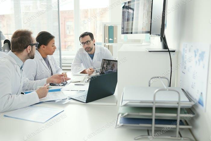Doctors discussing disease at meeting
