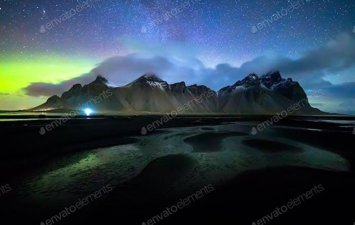 Vestrahorn mit Aurora borealis, Stokksnes, Island