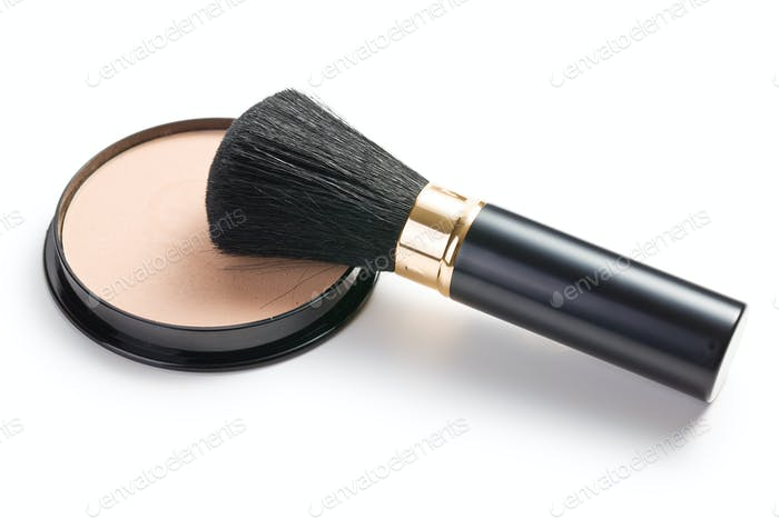 Make-up-Pinsel und Kosmetikpuder kompakt