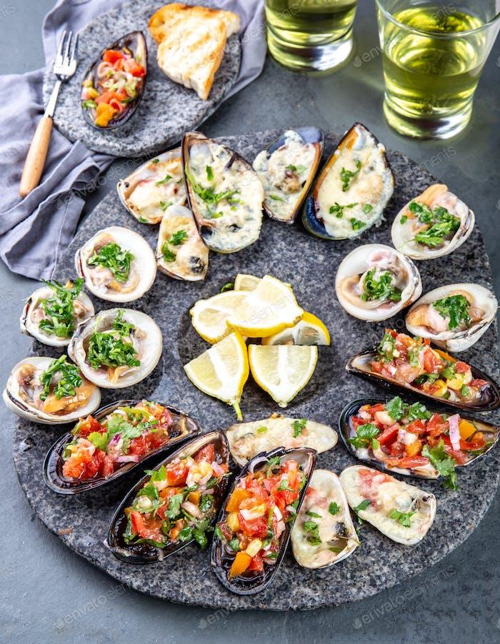 Meeresfrüchte sortierte Platte Macha und Miesmuscheln a la parmesana, Muscheln a la chalaca, Muscheln