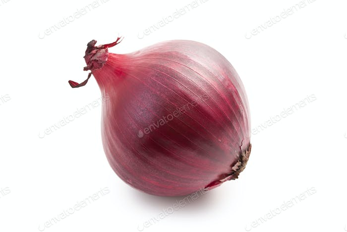 rote Zwiebel auf weiß