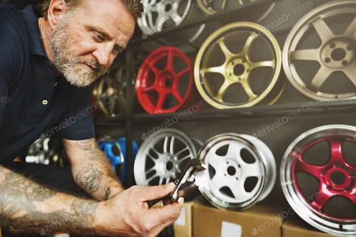 Garage Kfz-Wartung Teile Fahrzeugkonzept