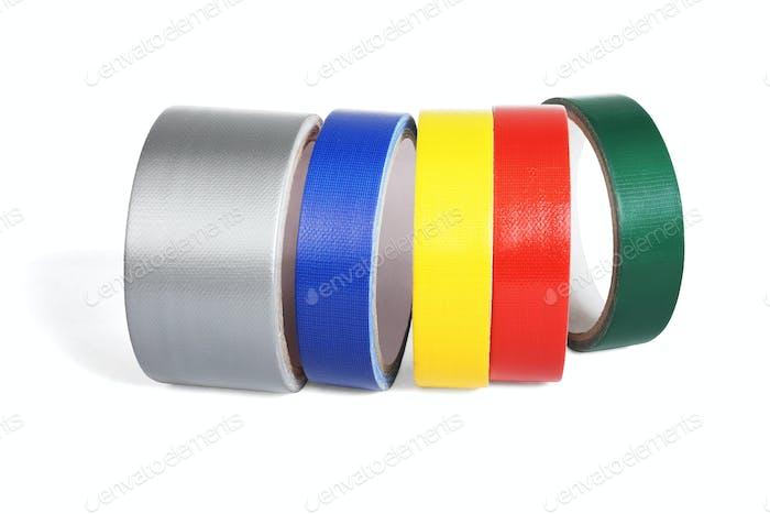 Reihe von farbigen Stoffbändern