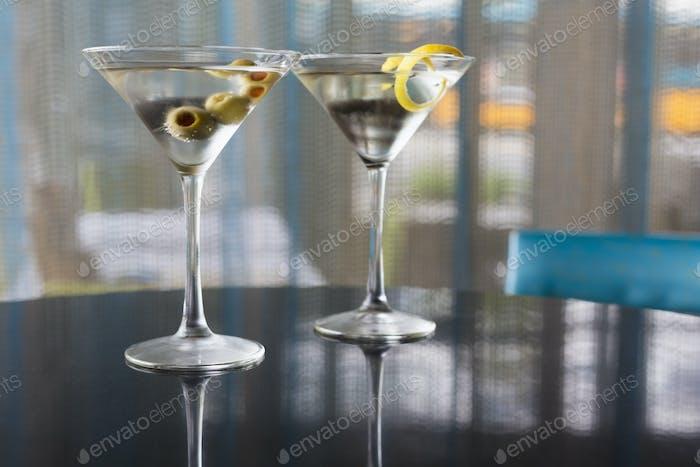 54278, Nahaufnahme von garnierten Martinis