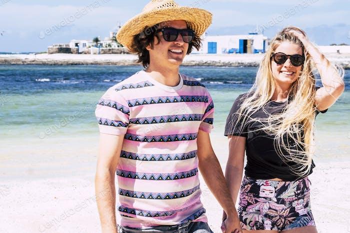 Turismo y turistas disfrutan de vacaciones de verano