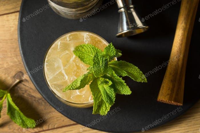 Boozy Erfrischender Whiskey Smash